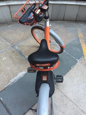 オレンジの自転車.jpg