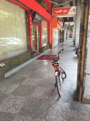 乗り捨て自転車(オレンジ)商店街.jpg